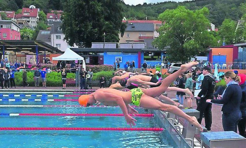 Rund 200 Schwimmer aus 13 Vereinen